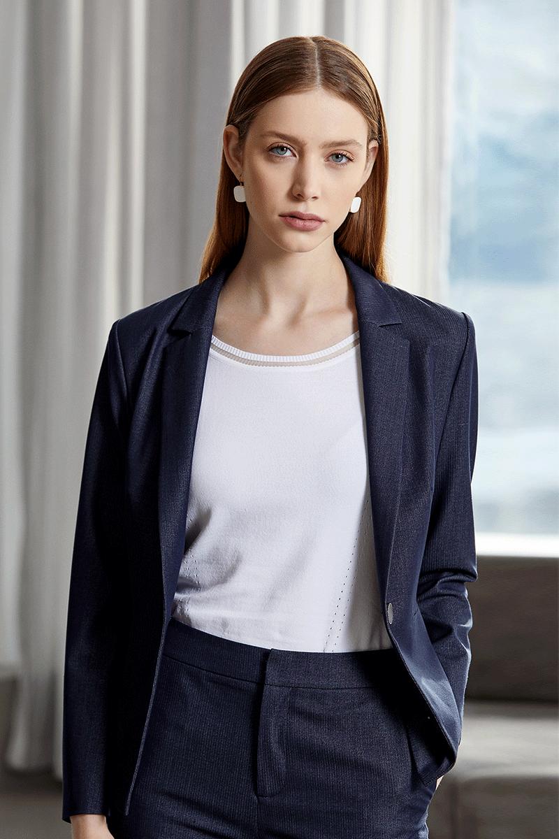 深蓝色套装